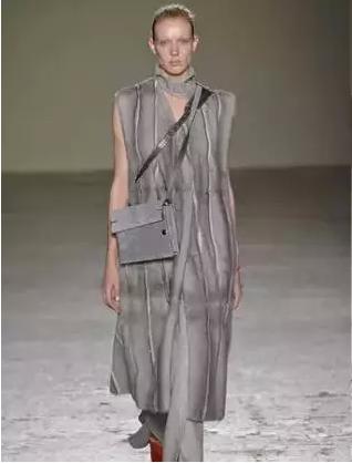 以水貂拼接的结构设计的皮草大衣